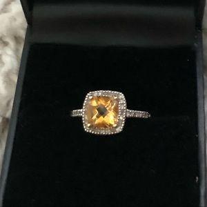 Jewelry - 10k gold citrine ring w/diamonds